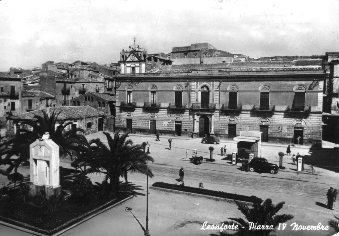 Piazza Carella e Piazza IV Novembre