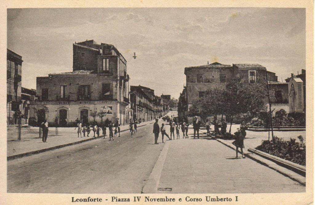 """<a href=""""https://www.comune.leonforte.en.it/ufficio-eventi/guida-ragionata/percorsi-turistici/itinerario-zona-nord/piazza-carella-e-piazza-iv-novembre/"""">Piazza Carella e IV Novembre</a>"""