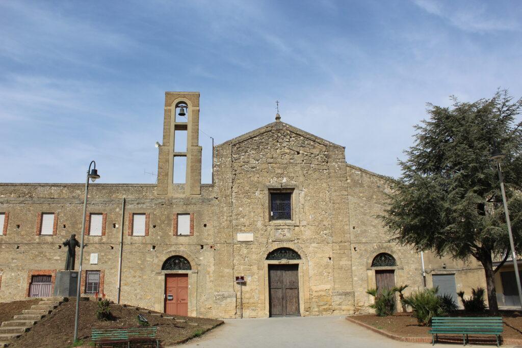 """<a href=""""https://www.comune.leonforte.en.it/guida-ragionata/chiesa-di-maria-ss-della-carita/""""></a><a href=""""https://www.comune.leonforte.en.it/ufficio-eventi/guida-ragionata/percorsi-turistici/itinerario-zona-centrale/17789-2/""""><a href=""""https://www.comune.leonforte.en.it/ufficio-eventi/guida-ragionata/percorsi-turistici/itinerario-zona-centrale/convento-dei-padri-cappuccini/"""">Convento Cappuccini</a></a>"""